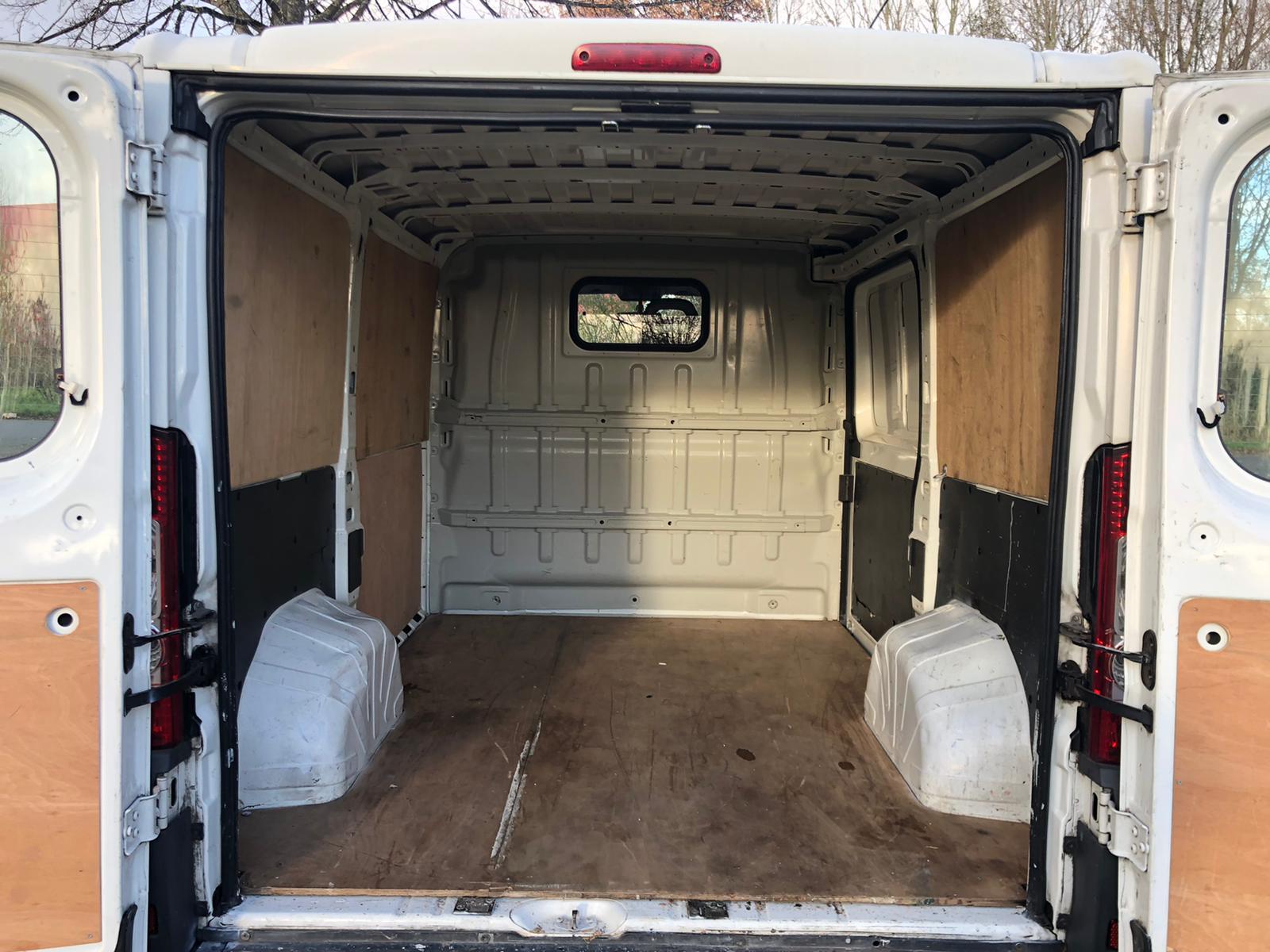 Fiat Ducato Vrachtbus I binnen Rent-a-Brik